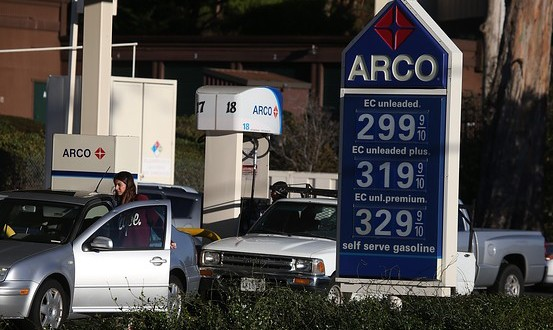 Looks Like Americans Save on Gas, Spend at Restaurants in October