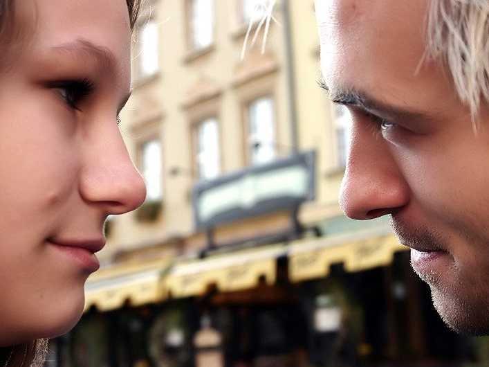 couple-eye-contact
