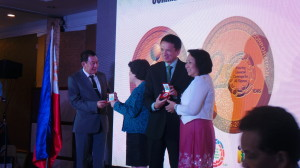Alexander A. Padilla, President and CEO and Ramon F. Aristoza, Jr. Executive Vice President and Chief Operating Officer of PhilHealth receives the 20th Anniversary Commemorative Medals from Nanette A. Ella, Director, Mint and Refinery Operations Department and Ms. Immaculate P. Ilustre, Director, Department of General Services, Bangko Sentral ng Pilipinas BSP)