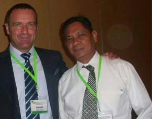 Joey Devela (Left) with Manulife Phils. Chief Agency Director David Grant (Right)