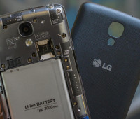What good is a phone that keeps dying on you? [ Nate Ralph/CNET]