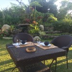 glamping, romantic-garden-breakfast