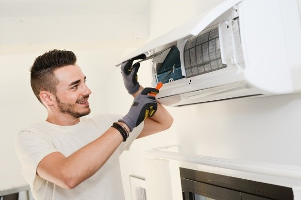 AC Repair Technician air-conditioning, aircon, energy-saving