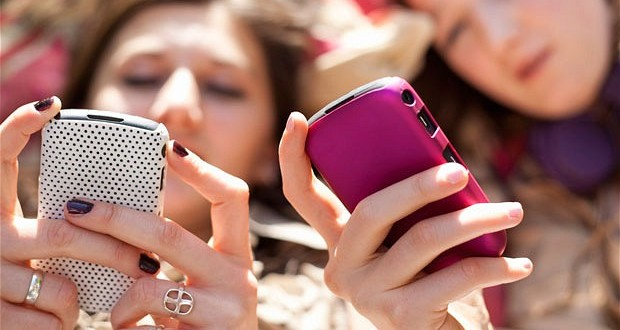 3 Surefire Ways to Keep Teens Away from Phones on Holidays