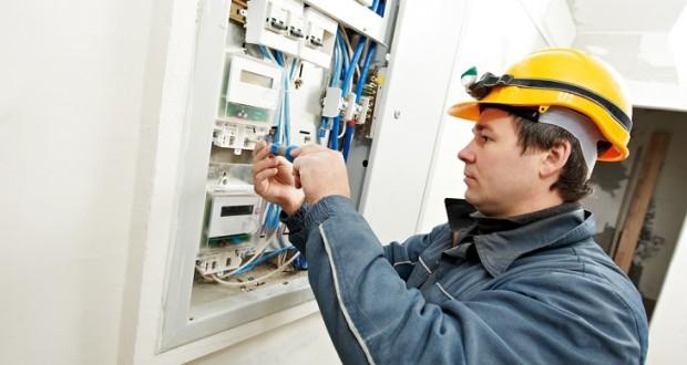 Семь преимуществ найма профессионального электрика