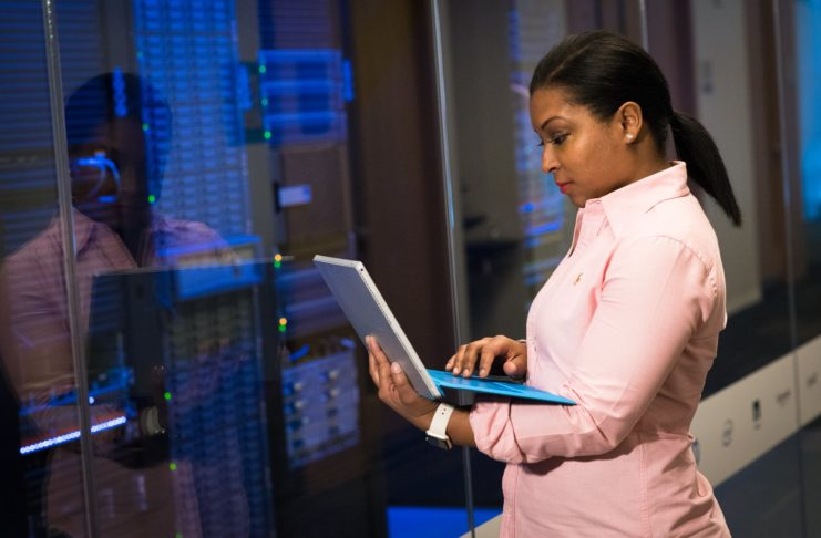 6 Signs That Indicate You Need to Upgrade Your In-House Server Dedicated Hosting internet service providers Updated Network Infrastructure Data Center SMTP server