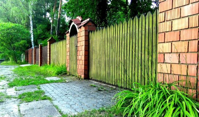 8 Kinds of Garden Fences You Need to Know Before You Get One