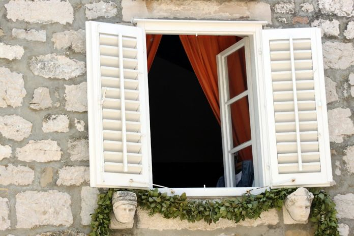 6 Types of Plantation Shutters