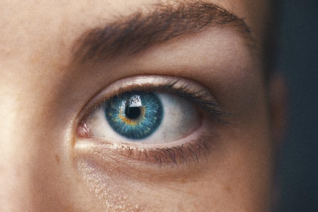 Reasons To Wear Contact Lenses Over Glasses